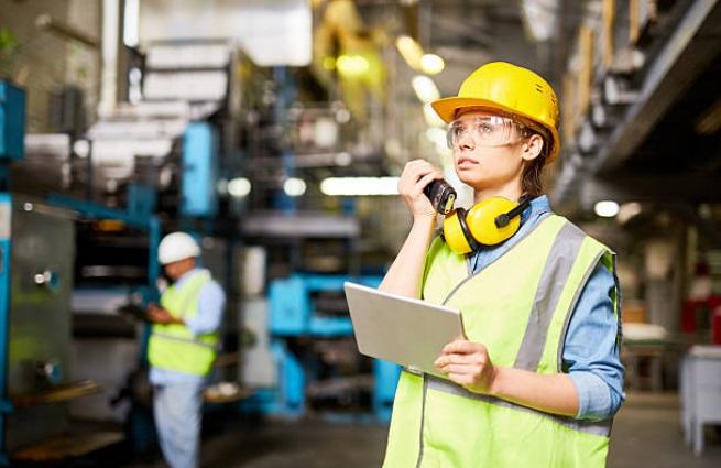 Безопасные условия труда характеризуются